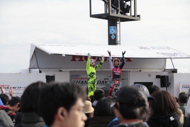 小川友幸選手と小林直樹さんもトークショーで盛り上げます。トライアル万歳〜!